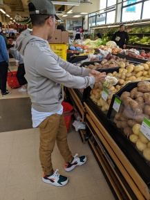 Grocery_Potato Picking